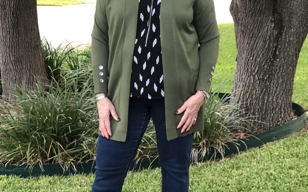 Fall 2019 Style Tips: Black & White & Green All Over
