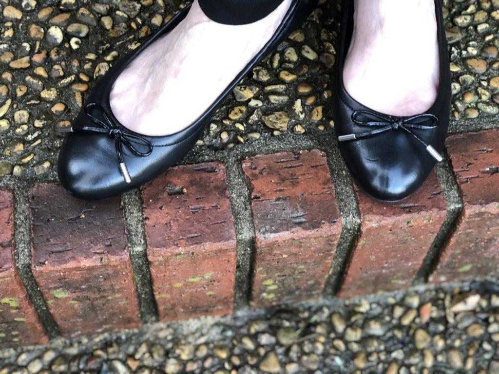 Pamela Lutrell reviews SHEEC socks