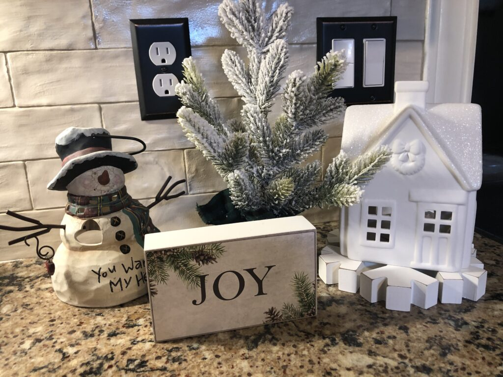 Holiday Kitchen decor on over 50 Feeling 40
